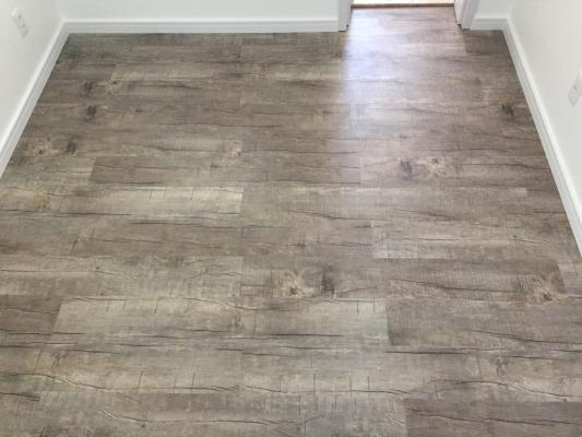 Como limpar o meu piso laminado e piso vinílico?
